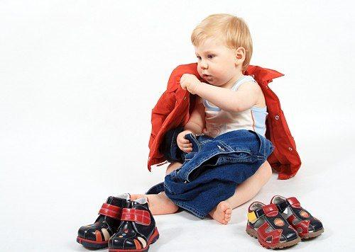 ребенок не принимает одежду земельный